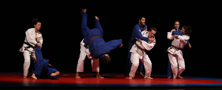 judo fighters demonstrate an exercise